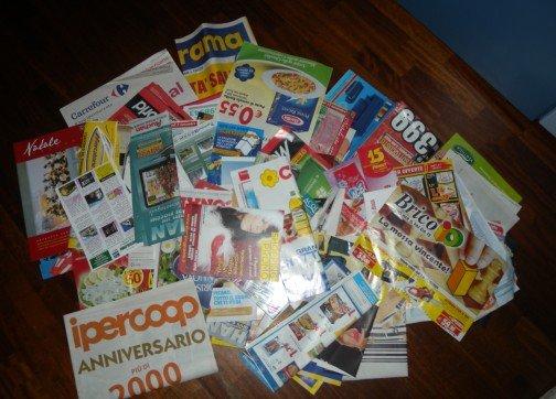 una collezione di volantini spam