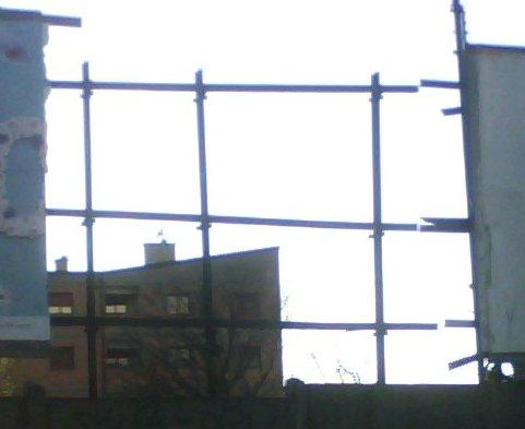 Cartellone Pubblicitario caduto per il vento in zona San Siro a Milano